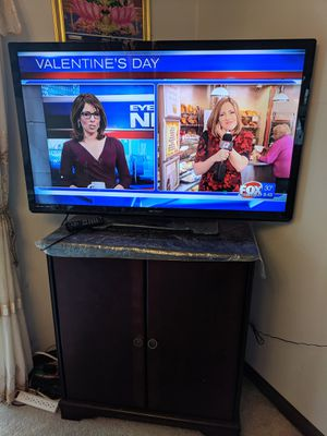 "50"" TV + Beautiful Stand for Sale in Cranston, RI"