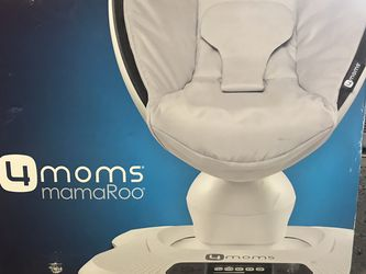 MamaRoo 4 Baby Swing for Sale in Fresno,  CA