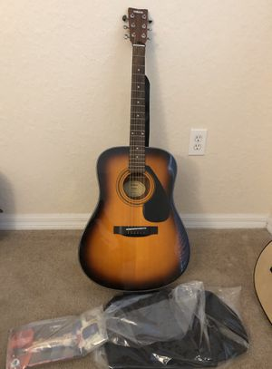 Yamaha Gigmaker Standard Acoustic Guitar w/ Gig Bag, Tuner, Instructional DVD, Strap, Strings, and Picks - Sunburst for Sale in Tampa, FL
