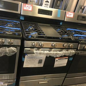 NEW SCRATCH AND DENT GE STAINLESS STEEL GAS STOVE WITH WARRANTY for Sale in Laurel, MD