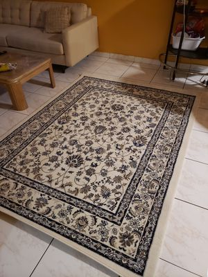 Beautiful light-use rug for Sale in South Miami, FL