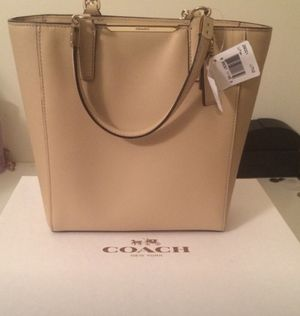 Coach Beige Leather Crossbody Tote Bag with zipper for Sale in Livonia, MI