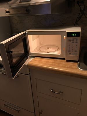 Samsung microwave for Sale in Lancaster, PA