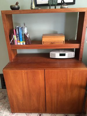 Maple bookcase/hutch for Sale in HOFFMAN EST, IL