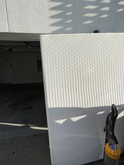 14 Inch queen Mattress 4 Months Old for Sale in Alameda,  CA