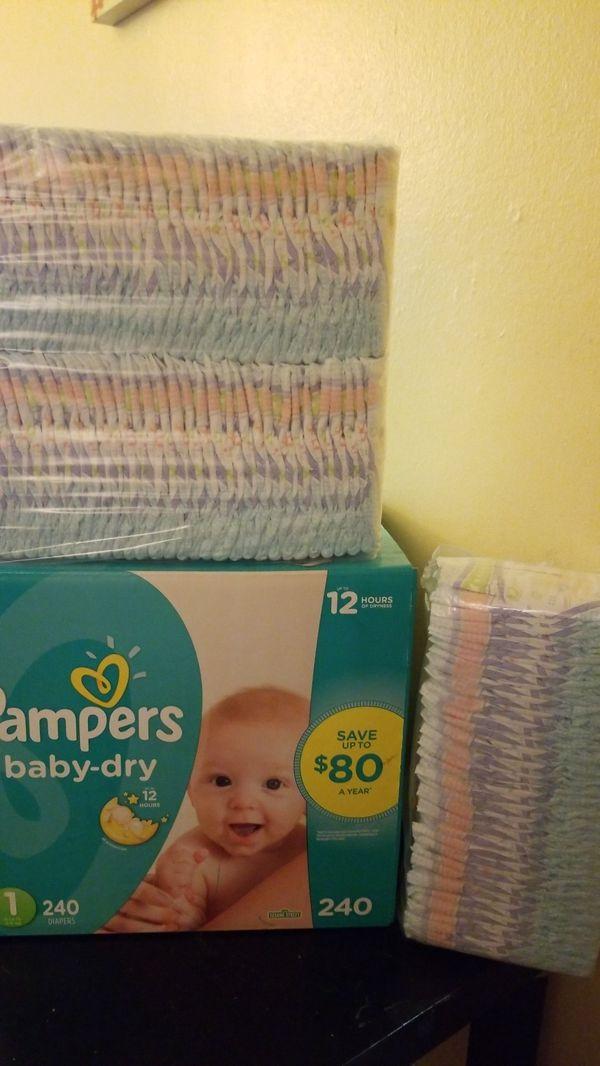 Caja de pampers numero1 y una bolsa y la mitad de huggies #1 mi bebe tiene un mes y medio pero ya no le quedan muy pequeños $50 por todos