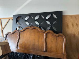 Solid wood queen bedroom set Thompsonville brand for Sale in Turlock, CA