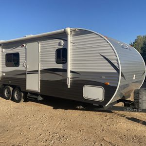 2016 28 ft crossroads Z-1 travel trailer Lightweight easy to tow only weighs 4700 pounds for Sale in Surprise, AZ