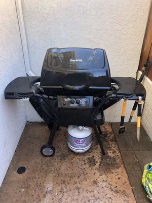 Char-Broil BBQ (with propane tank, cover, and several BBQ tools) for Sale in San Diego, CA