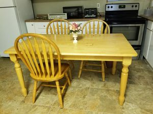 Dining kitchen table with 3 chairs for Sale in Suwanee, GA