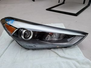 Hyundai tucson 2017 2018 2019 right headlight for Sale in Lawndale, CA