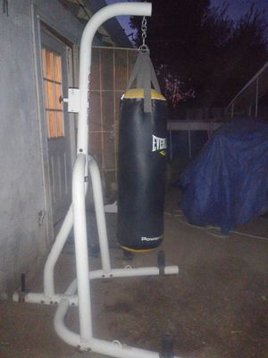 Punching bag and stand. 100 pound heavy bag great shape for Sale in Sacramento, CA