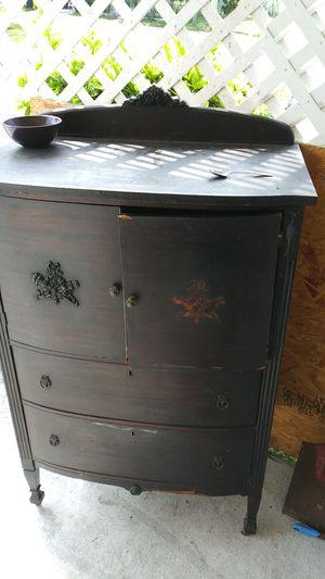 Lee's Antique dresser for Sale in Tampa, FL
