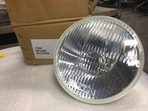 "Maxtel 7"" diamond cut trillient halogen headlight for Sale in Harpersville, AL"