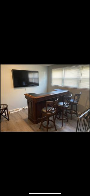 House Bar with 3 bar stools for Sale in New Castle, DE