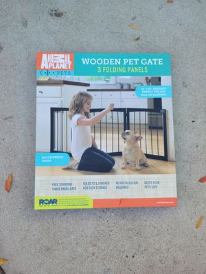 Animal Planet wooded pet gate for Sale in Clovis, CA