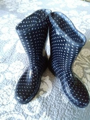 Rain boots a woman's size 7 for Sale in Kissimmee, FL