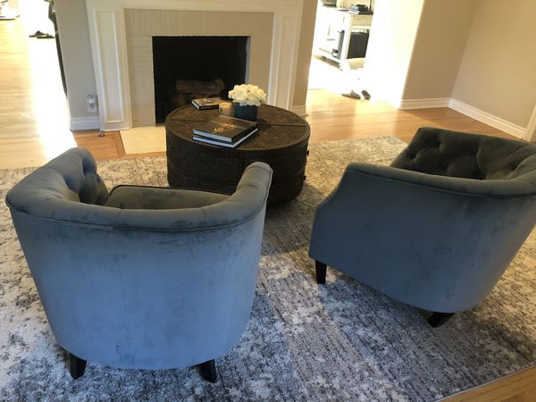 2 Accent chairs blue velvet in excellent condition