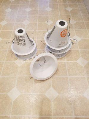 """6"""" recessed light trims & bulbs for Sale in Harrisonburg, VA"""