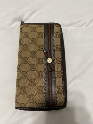 Auth Gucci zip around wallet for Sale in Fresno, CA