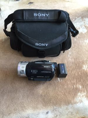 Sony Handycam HD AVCHD 4.0 Mega Pixels With Sony np qm71d Battery, Sony Case and Tripod for Sale in Potomac, MD