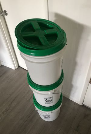 3.5gal storage containers with sealed lids. for Sale in Los Angeles, CA