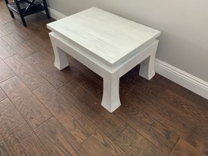 Distressed solid wood coffee table for Sale in Waikoloa Village, HI
