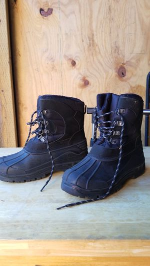 Size 6 kids snow boots for Sale in Long Beach, CA