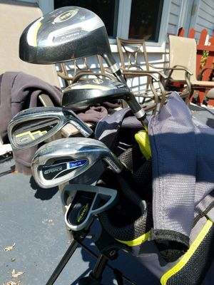 Kids Golf clubs set with pop up bag included. right handed for Sale in Bolingbrook, IL