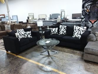 2PC BLACK SOFA AND LOVESEAT SET WITH ACCENT PILLOWS for Sale in Richardson,  TX