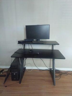 Studio desk for Sale in Palmdale, CA