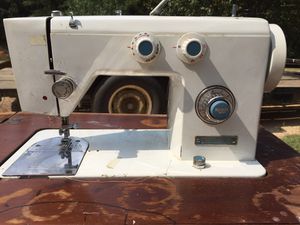 Japanese Dressmaker msewing machine for Sale in Decatur, MS