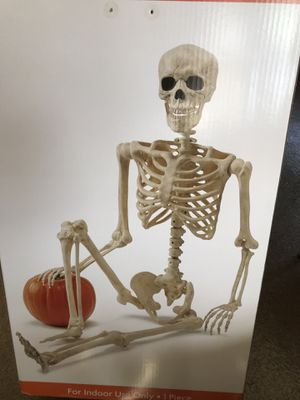 Skeleton NEW in box full size 5' tall Halloween prop for Sale in Arcadia, CA