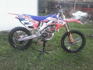 DIRT BIKE '06 CRF 250R for Sale in Denver, CO