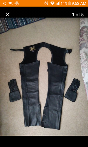 LEATHER CHAPS & GLOVES[ WOMEN SIZE S] for Sale in West Palm Beach, FL