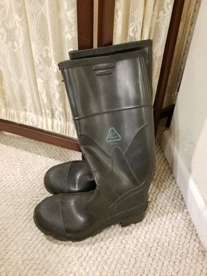 NEW rain boots Womens 9, Mens 7 for Sale in Robbinsville Township, NJ