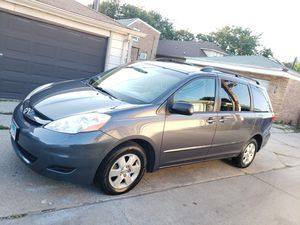09 toyota sienna le for Sale in Chicago, IL
