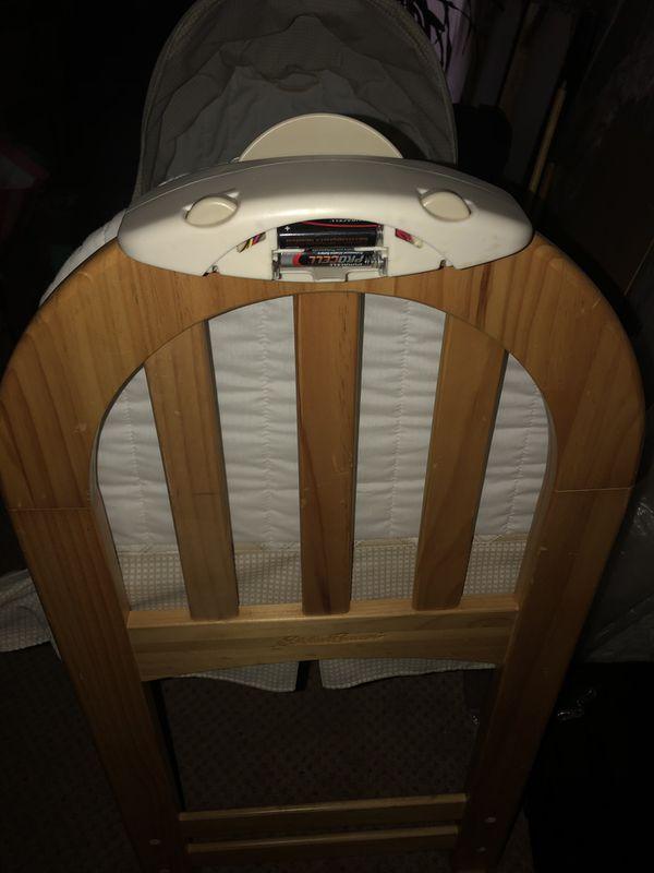 New born baby crib musical