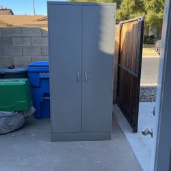 Metal storage cabinet for Sale in Phoenix,  AZ