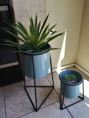 Pots & stands $35 for both for Sale in Henderson, NV