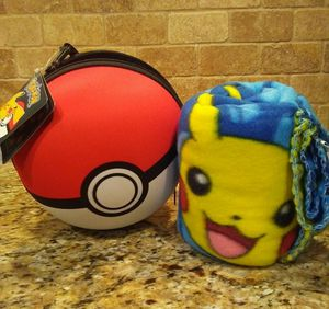 New pokemon ball with throw cover for Sale in Mesquite, TX