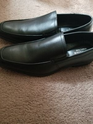Van heusen dress shoes mens for Sale in Davenport, IA