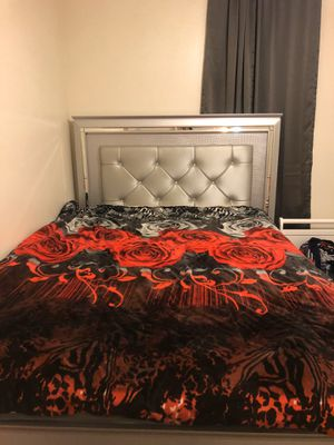 Bed frame and headboard for Sale in Fort Worth, TX