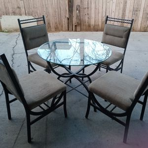 4 Chairs Glass Round Table for Sale in Riverside, CA