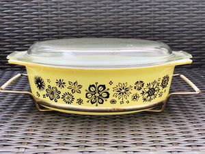 Old vintage Pyrex casserole dish for Sale in Graham, WA