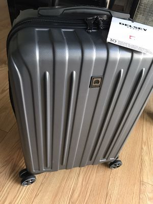 """Delsey Carry-On Spinner Luggage, Gray Graphite, 20"""" Carbonite Hard for Sale in Watertown, MA"""