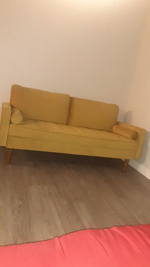 BRAND NEW COUCH for Sale in Las Vegas, NV