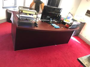Office desk in good condition for Sale in Brentwood, MD