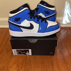 "Air Jordan 1 Mid ""Signal Blue"" Sz. 5Y for Sale in Atlanta, GA"