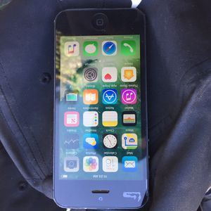 iPhone 5 for Sale in Lake Elsinore, CA